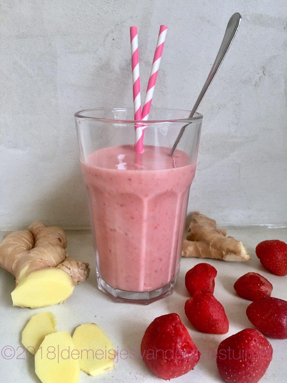heerlijke detox smoothie van aardbei en gember