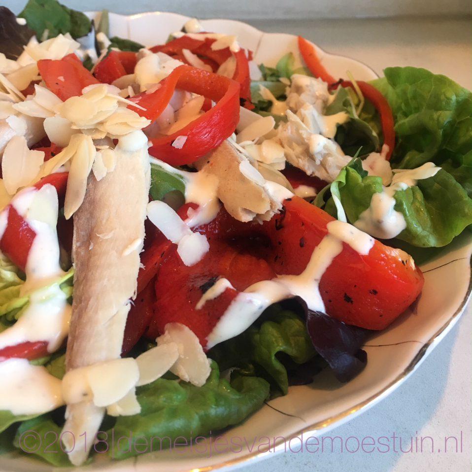 salade met makreel en paprika en wasabi-mayonaise